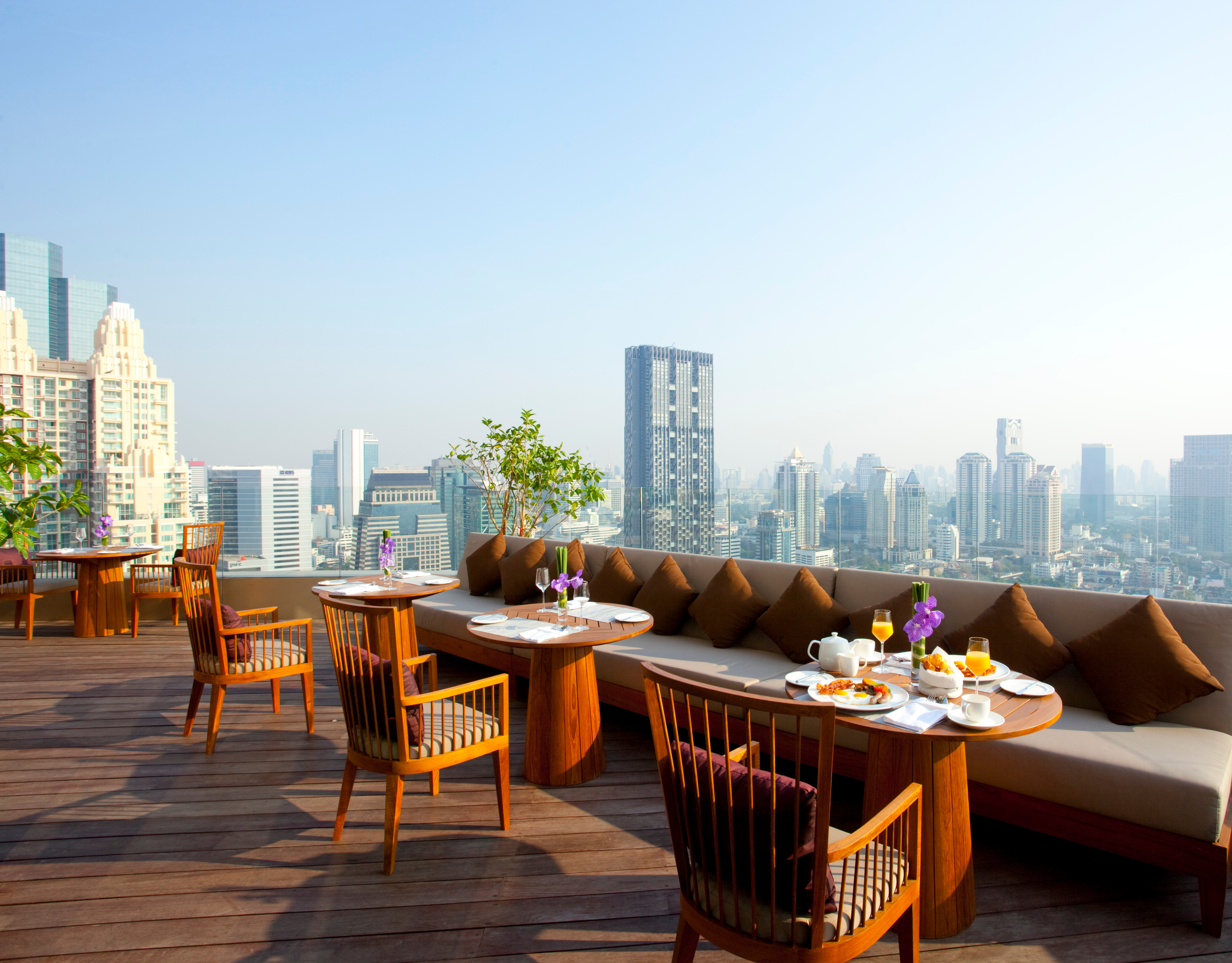 45335888-h1-kasara_guests_enjoy_a_relaxing_breakfast_with_a_view