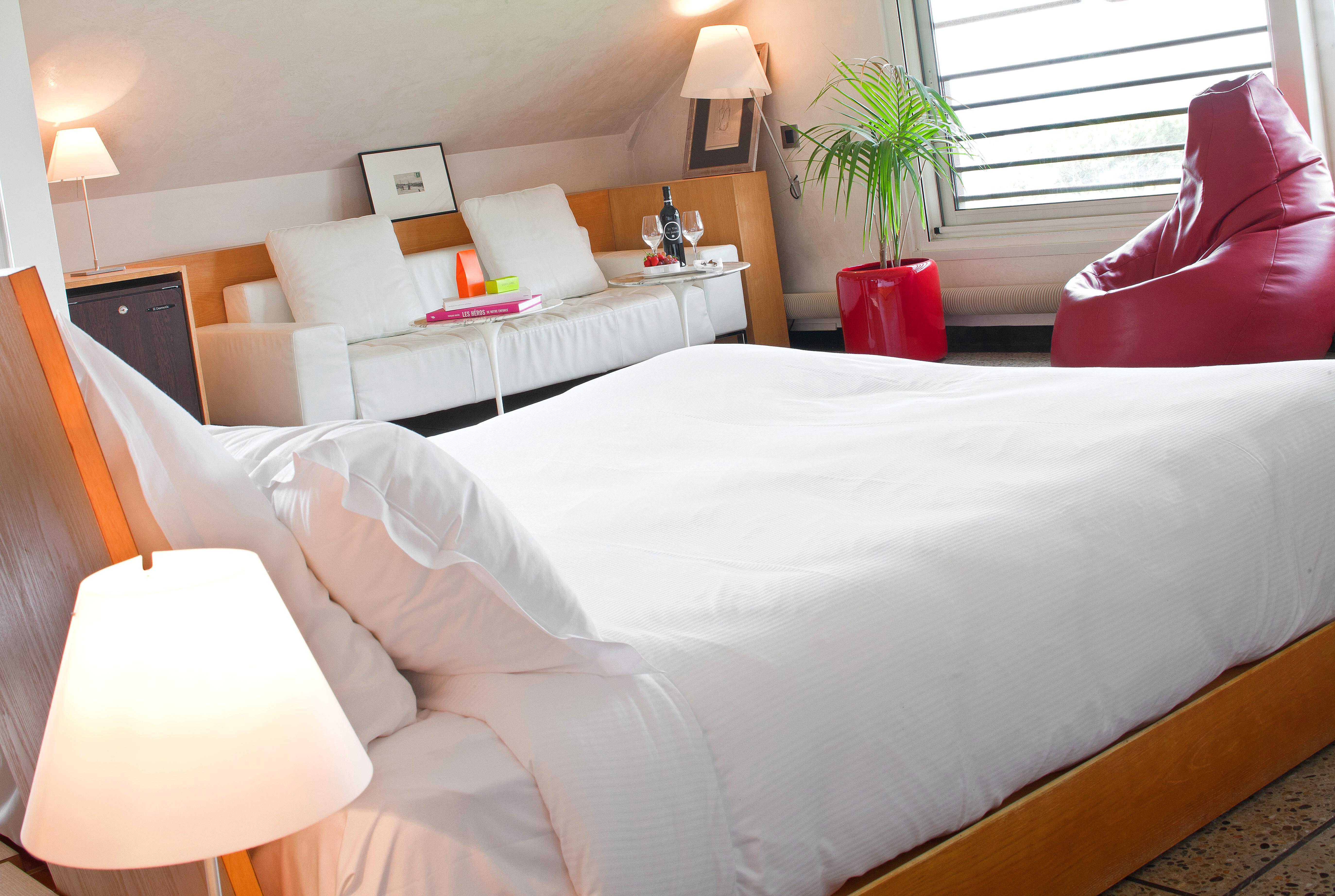 hotel-stj-suite-jacuzzi-1-droits-jerome-mondiere