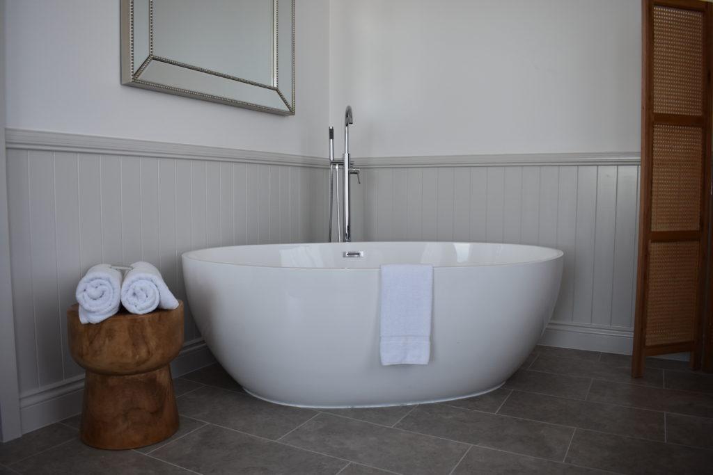 voco-gold-coast-bath-tub