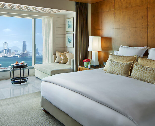 Hotel Review: Mandarin Oriental Hong Kong Retains Historical Charm